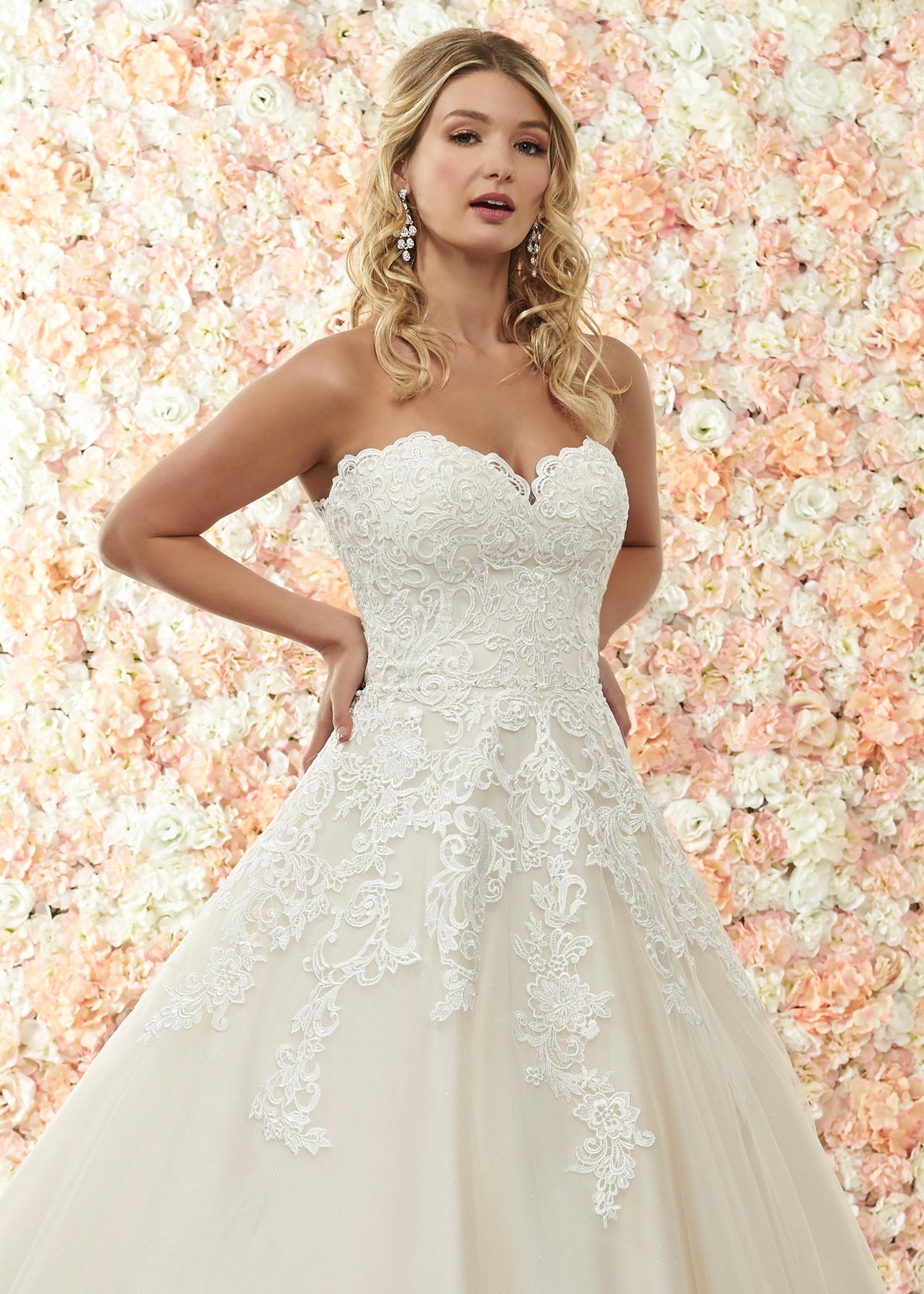 Alessandra - Beautiful ballgown with sweetheart neckline and full tulle skirt